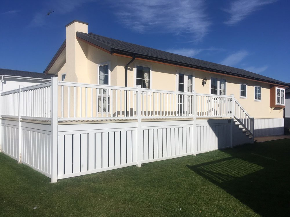 Wraparound Veranda in Fully Furnished Park Home for sale in Cambridgeshire